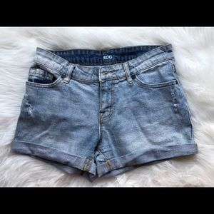 BDG High Waisted Shorts-Light Wash